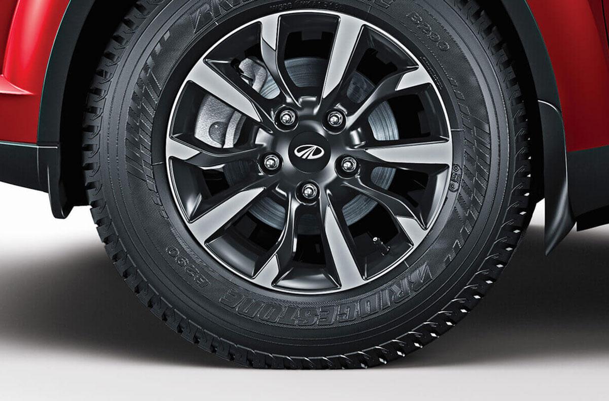 17-inch alloy wheels